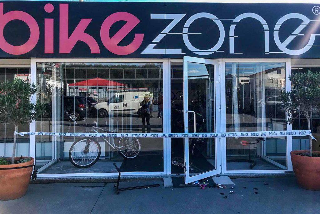 Loja Bike Zone Leiria assaltada para furto biciletas