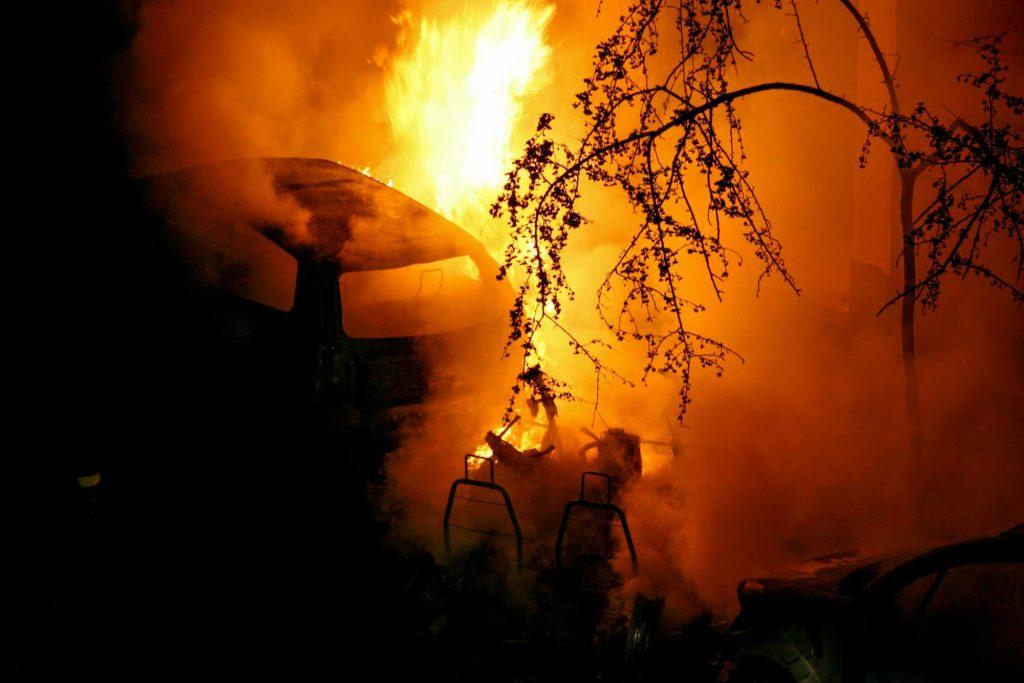 Automóveis incendiados