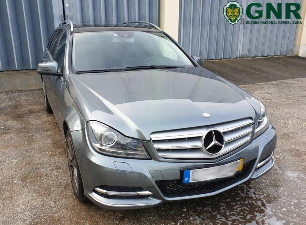 Carrinha Mercedes Furtada em São João da Madeira, recuperada em Góis. Dono de oficina em Góis constituído arguido.