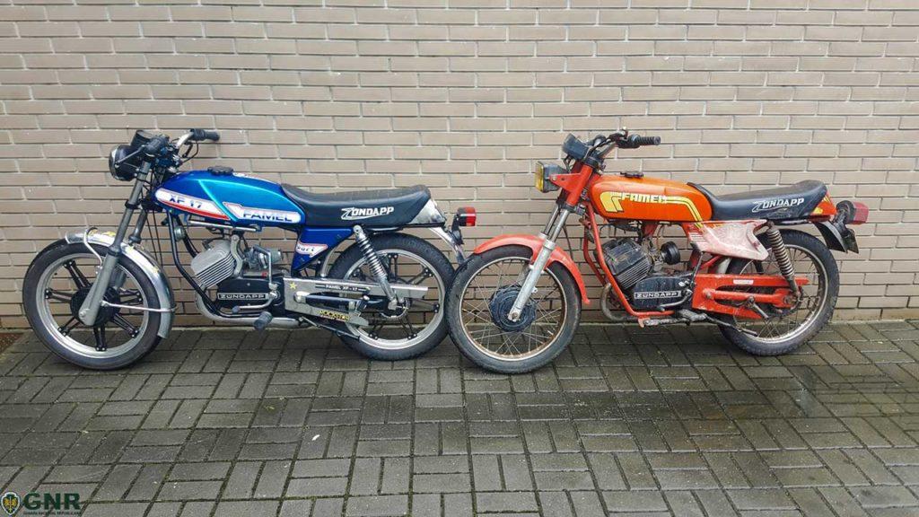 Duas motos / ciclomotores Famel, recuperados pela GNR em Vila Verde