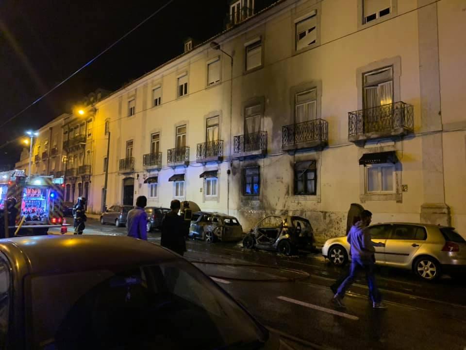 Carros Incendiados em Alcântara - Imagem de Luis Dias da Silva