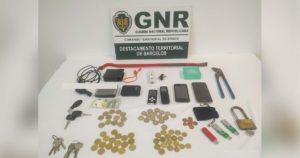 Detido pela GNR em flagrante enquanto furtava lavandaria em Barcelos. Conduzia viatura furtada.