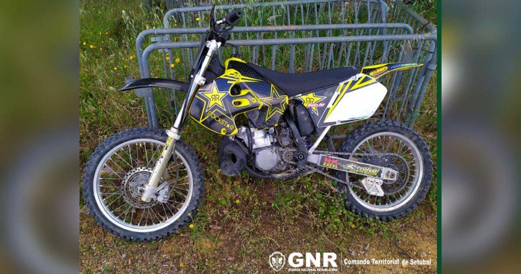Motociclo furtado em 2002 em Espanha Recuperado na Quinta do Conde Palmela pela GNR de Setúbal