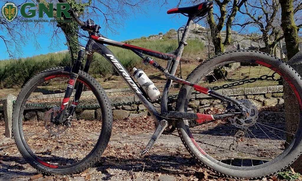 Bicicleta furtada em Vila Nova de Famalicão na sua cor original