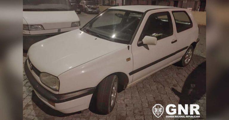 VW Golf de cor branca, furtado em Guimarães e recuperado pela GNR em Paredes