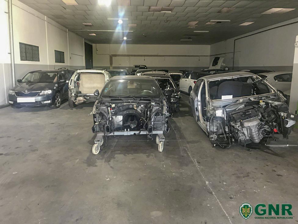 Viaturas furtadas recuperadas em novo armazém em Barcelos
