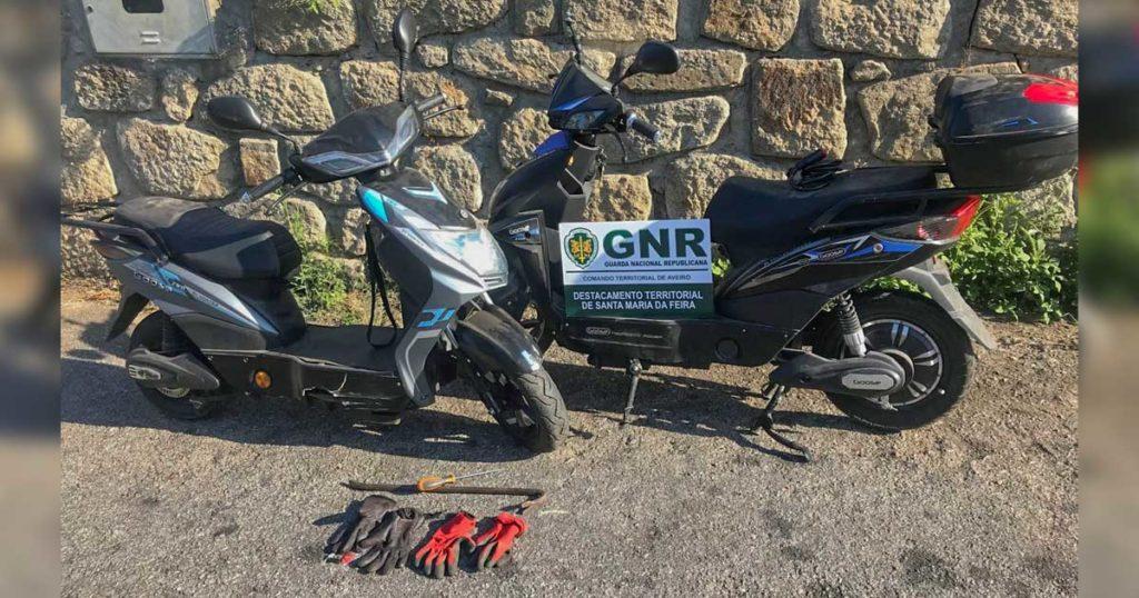 Velocípedes furtados foram escondidos num terreno nas imediações da oficina em Fiães, Santa Maria da Feira