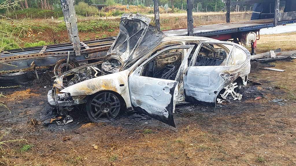 Seat Leon Cinzento, incendiado na freguesia de Anais, Ponte de Lima