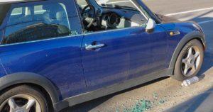 Carro com vidro partido: imagem - dumbonyc