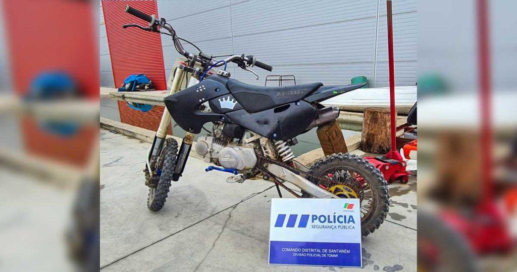 Mini-moto avaliada em 3000€, furtada em Tomar, recuperada pela PSP