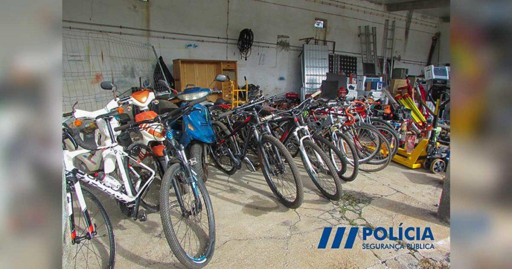 Scooters, bicicletas, materias de construção, material informático, material de som recuperados na Figueira da Foz.