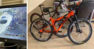 Bicicleta KTM de cor laranja, furtada em Vilamoura