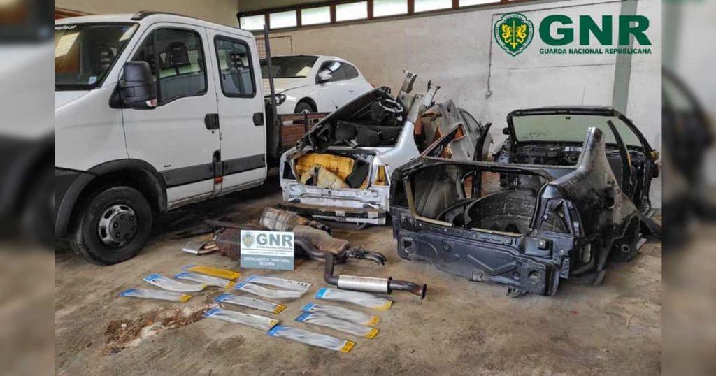 Viaturas furtadas, recuperadas pela GNR em oficina de desmantelamento em Leiria