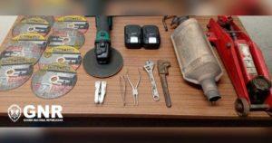 Catalisador furtado na Trofa, rebarbadora, discos e macaco hidráulico, apreendidos pela GNR