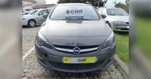 Opel Astra, cinzento, furtado em Pampilhosa, Mealhada, recuperado pela GNR em Albergaria-a-Velha